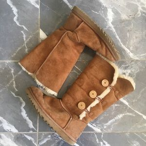 Ugg boots size 9 tan tall 3 button
